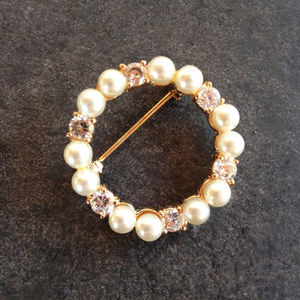 Vintage Fancy Gold Tone Circle pin